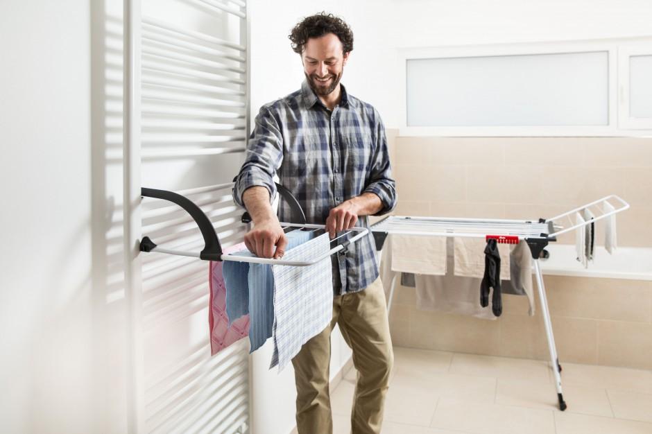 Suszenie prania w domu: funkcjonalne suszarki