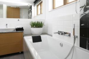 Płytki jak kafle: tak wyglądają w polskich łazienkach