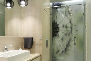 Strefa prysznica bez brodzika: 12 pięknych zdjęć