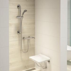 Nowoczesna strefa prysznica: wybieramy natynkowy zestaw natryskowy