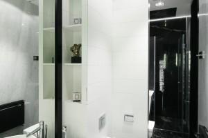 Lustra w łazience: wybierz duży format