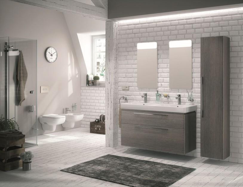 Meble łazienkowe: 12 kolekcji w kolorze drewna