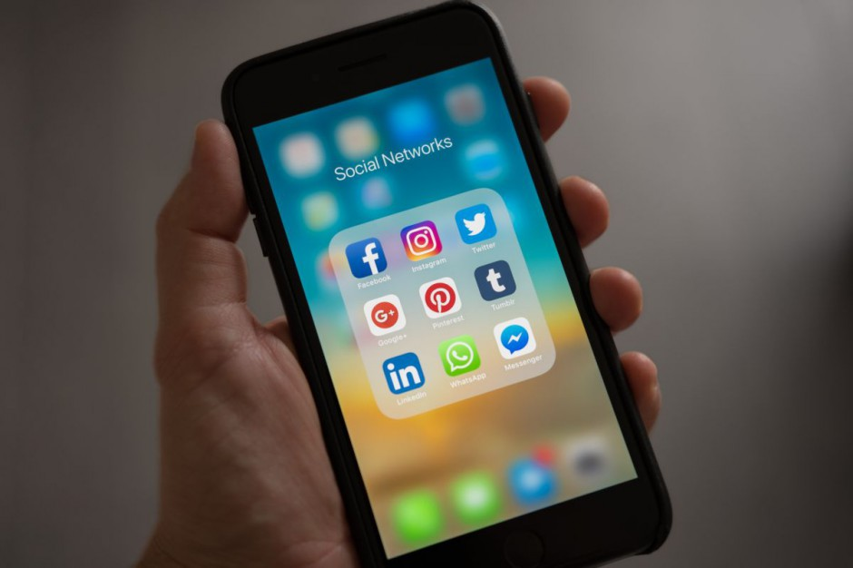 Jak wykorzystywać social media? [rozmowa z Michałem Dmitrowiczem]