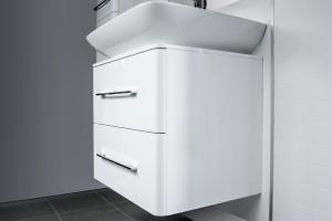 Meble łazienkowe: elegancka linia w ponadczasowej bieli