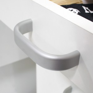 Uchwyty meblowe: kropka nad i aranżacji łazienki