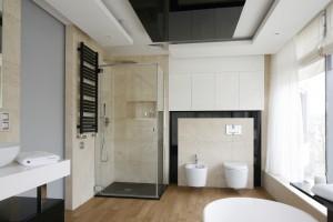Prysznic w narożniku: 10 projektów z domów Polaków