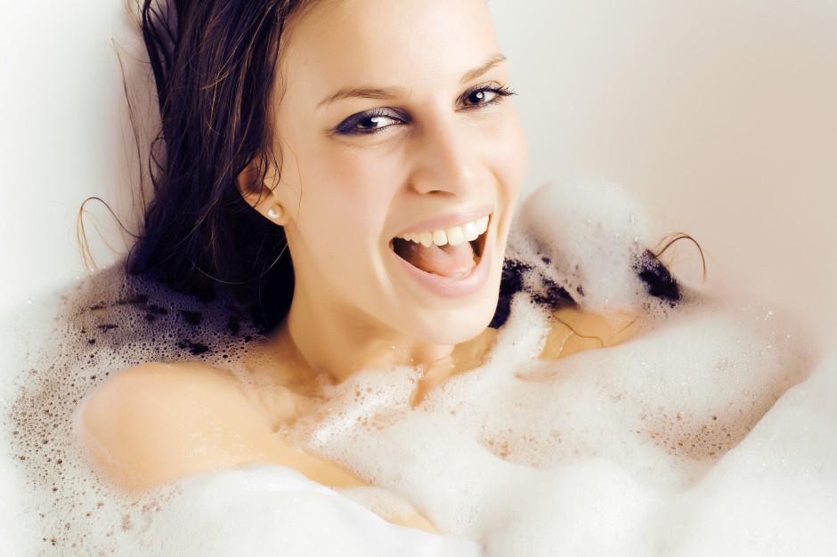 Sposób na relaks w łazience: wanna z hydromasażem