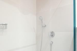 Szara łazienka: zobacz gotowy projekt z kolorem