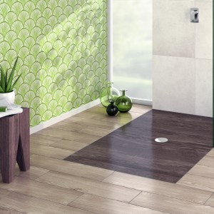 Piękna strefa prysznica: brodziki z dekoracyjnymi nadrukami