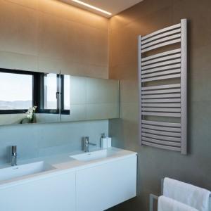 Grzejniki łazienkowe: postaw na biel