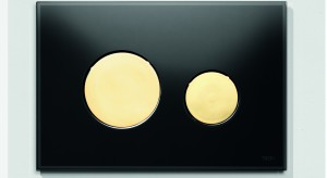 Złoto w łazience: przyciski spłukujące jako efektowny detal