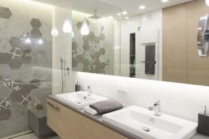 Kolory drewna w łazienkach: inspiracje z polskich domów