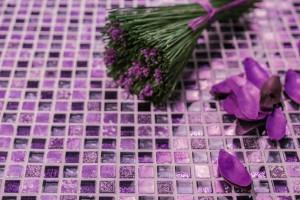 Ultra Violet w łazience: odważ się na kolor roku 2018!