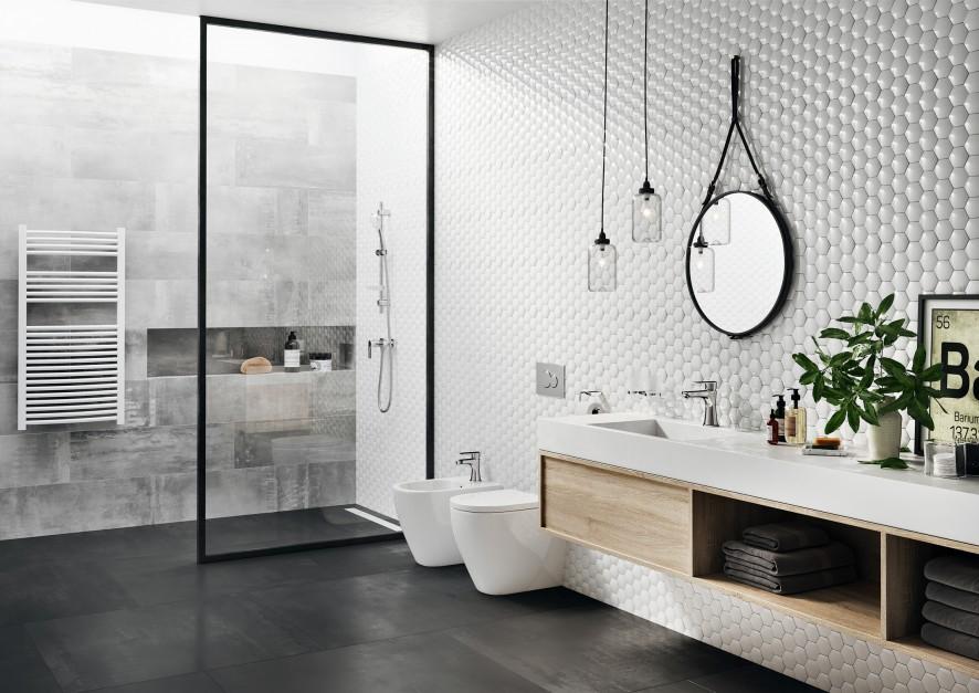 Łazienka w stylu skandynawskim: gotowa aranżacja z funkcjonalną armaturą