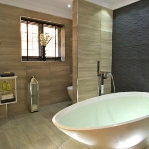 Kolory Pantone w łazience: wybierz barwne fugi
