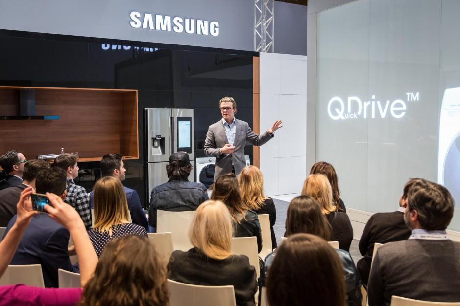 Samsung zaprezentował inteligentną pralkę na włoskim Forum Europejskim