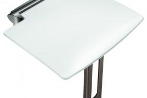 Poręcze i siedziska natryskowe z designerskiej linii Be-Line