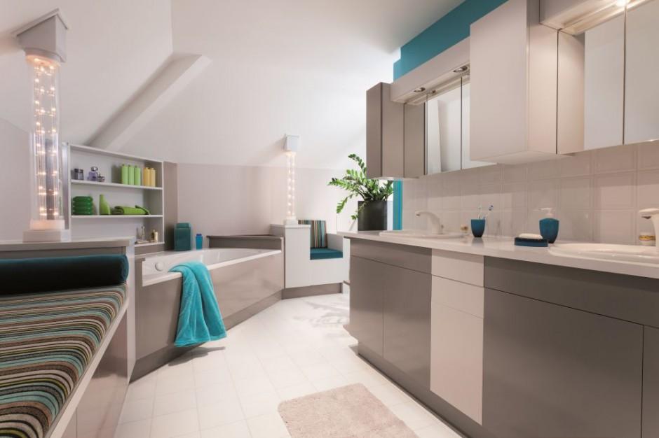 Szybka metamorfoza łazienki: sięgnij po farbę!