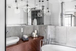 Łazienka w stylu soft loft: piękny salon kąpielowy przy sypialni