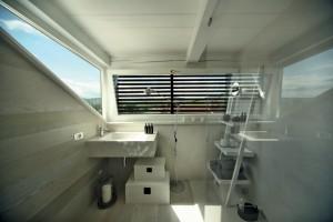 Szybka metamorfoza łazienki: postaw na nanocement