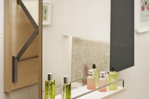 Urządzamy łazienkę: wybieramy oświetlenie, lustra i akcesoria