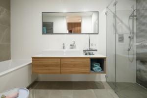 Rysunek kamienia w łazience: to proponują projektanci