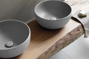 Strefa umywalki: kolorowa ceramika sanitarna