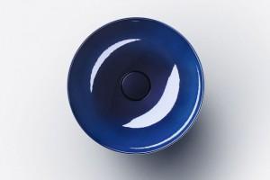 Kolor w łazience: nowe wykończenia umywalek