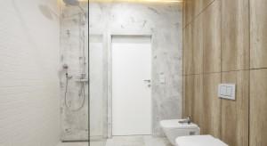 Prysznic bez brodzika: inspiracje z polskich domów