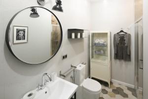 Ściana w łazience: co zamiast płytek?