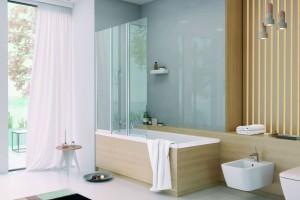 Mała łazienka: wybierz wannę z parawanem