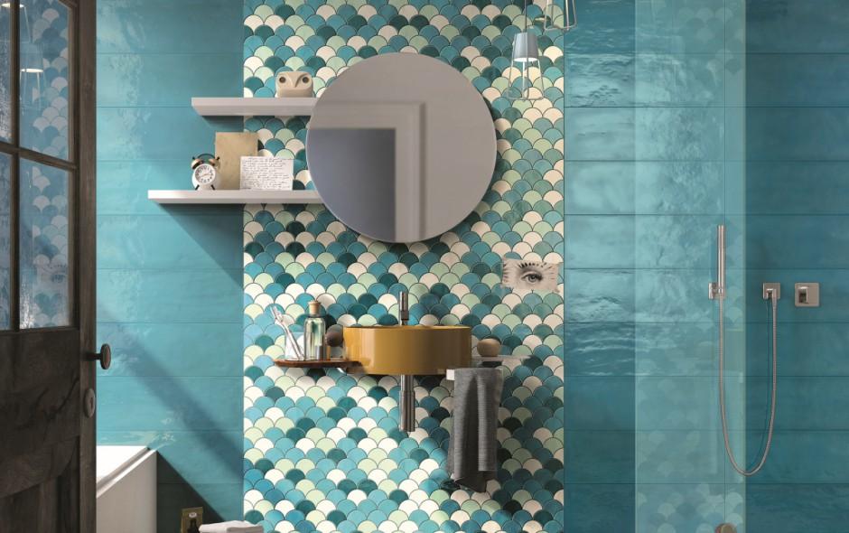 Efektowny detal w łazience: płytki jak rybia łuska