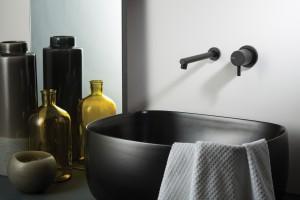Baterie umywalkowe: 5 modeli w wykończeniu innym niż chrom