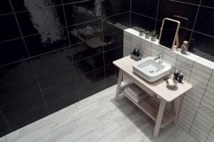 Ściana nad umywalką: tak wykończysz ją płytkami ceramicznymi