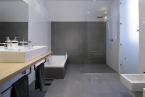 Nowoczesna strefa prysznica: inspiracje z polskich domów