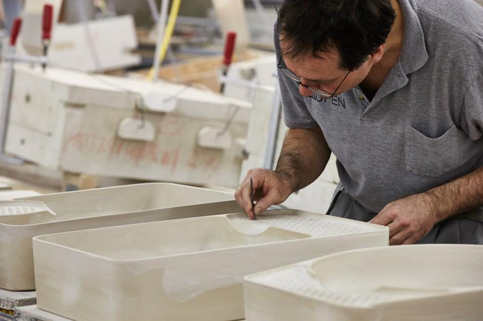 Zobacz jak powstała kolekcja umywalek łazienkowych VAL marki Laufen