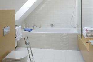 Płytki jak stare kafle: tak wyglądają w polskich łazienkach