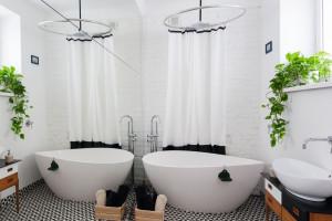 Cegła w łazience: 10 wnętrz z polskich domów