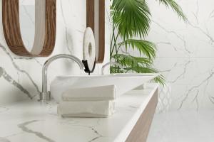 Rysunek kamienia w łazience: konglomerat zainspirowany marmurem Calacatta
