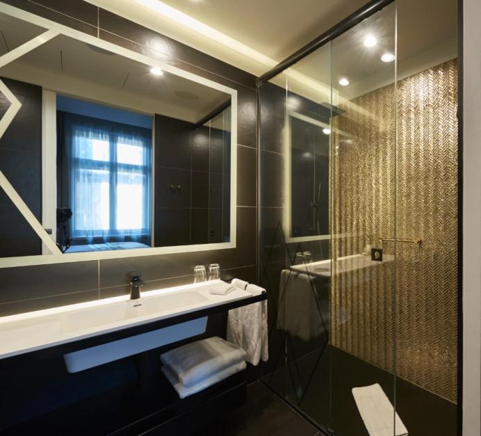 Czerń w łazience: tak stworzysz harmonijną aranżację
