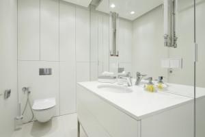 Biała łazienka: 14 zdjęć z polskich domów