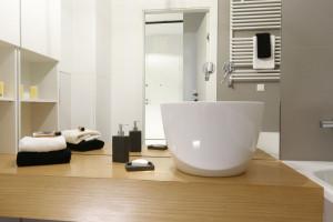 Strefa umywalki: piękne modele na blat z polskich domów