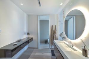 Elegancka kolekcja Strato od Inbani w hiszpańskiej łazience