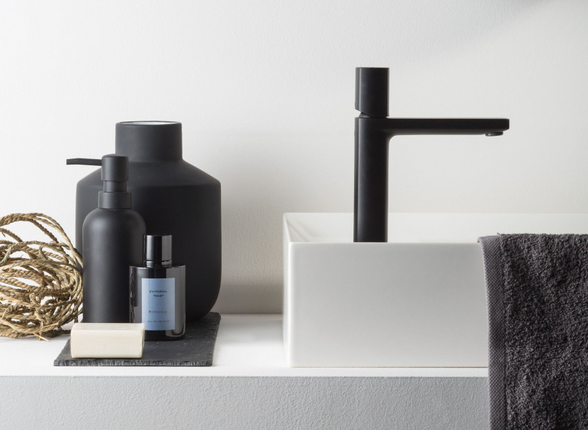 Czarny detal w łazience: baterie najmodniejszym wykończeniu sezonu!