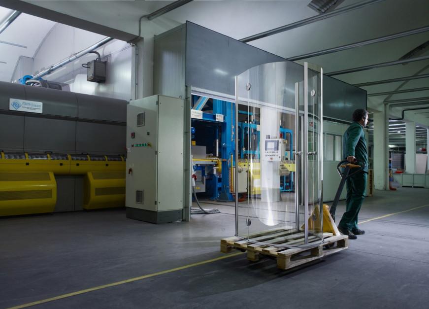 Zobacz jak produkuje się włoskie kabiny prysznicowe w firmie Vismaravetro