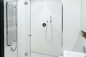 Nowoczesna strefa prysznica: 14 pomysłów projektantów