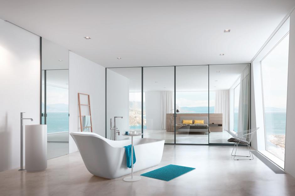 Łazienka z sypialnią: postaw na szklane ścianki