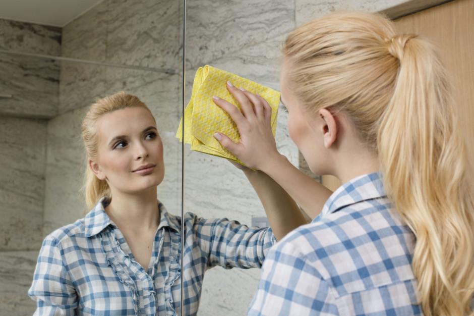 Domowe porządki: lustra i szyby bez smug z praktyczną ściereczką