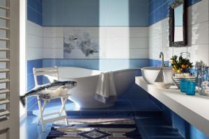 Lato w łazience: postaw na kolorowe płytki