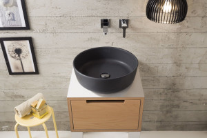 Liczy się detal: postaw na ciemną umywalkę